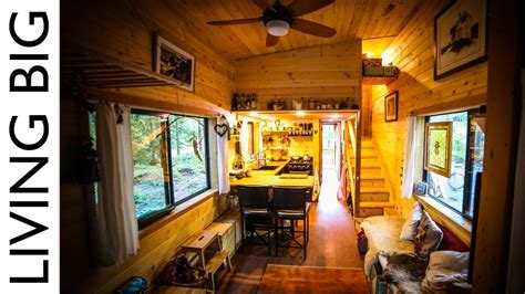 Natural-Build Tiny House For Family With Separate Office